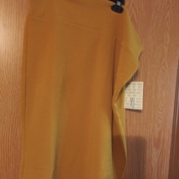 Free with purchase Nwt xl cassie supper cute yellow
